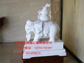 宝石柱与佛教雕刻作品制作