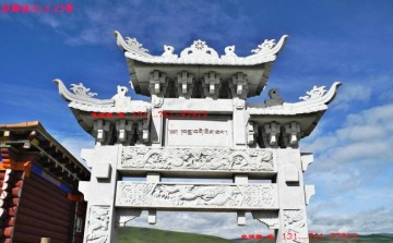 藏式单门牌楼设计制作厂家和西藏佛教门楼入口石门图片-长城石雕公司