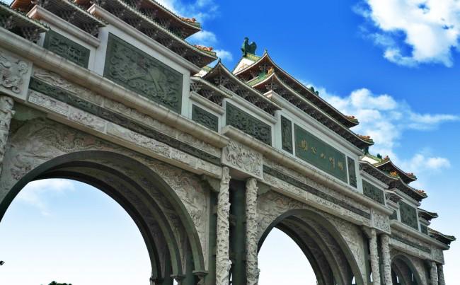中国*大的牌楼石牌坊在哪里-广东顺峰山公园大门