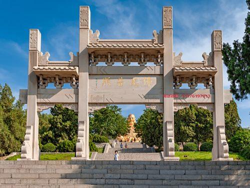 泰山景区大门一门牌坊的雕刻特色