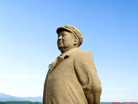 学校高校名人雕像-大学校园石头雕塑-以长沙大学毛泽东设计为例子