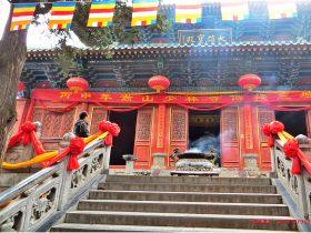 六个经典寺庙青石栏杆八宝莲花汉白玉护栏浮雕图片