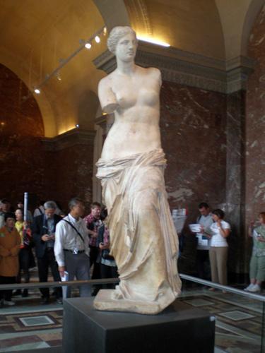 爱神维纳斯雕刻是超越了空间和时间,直至今日还表现出那种秀雅、温柔和爱的魅力。