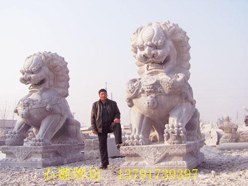 刚雕刻完成的石雕狮子