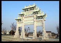 安徽黄山石雕牌坊是典型徽式牌坊吗