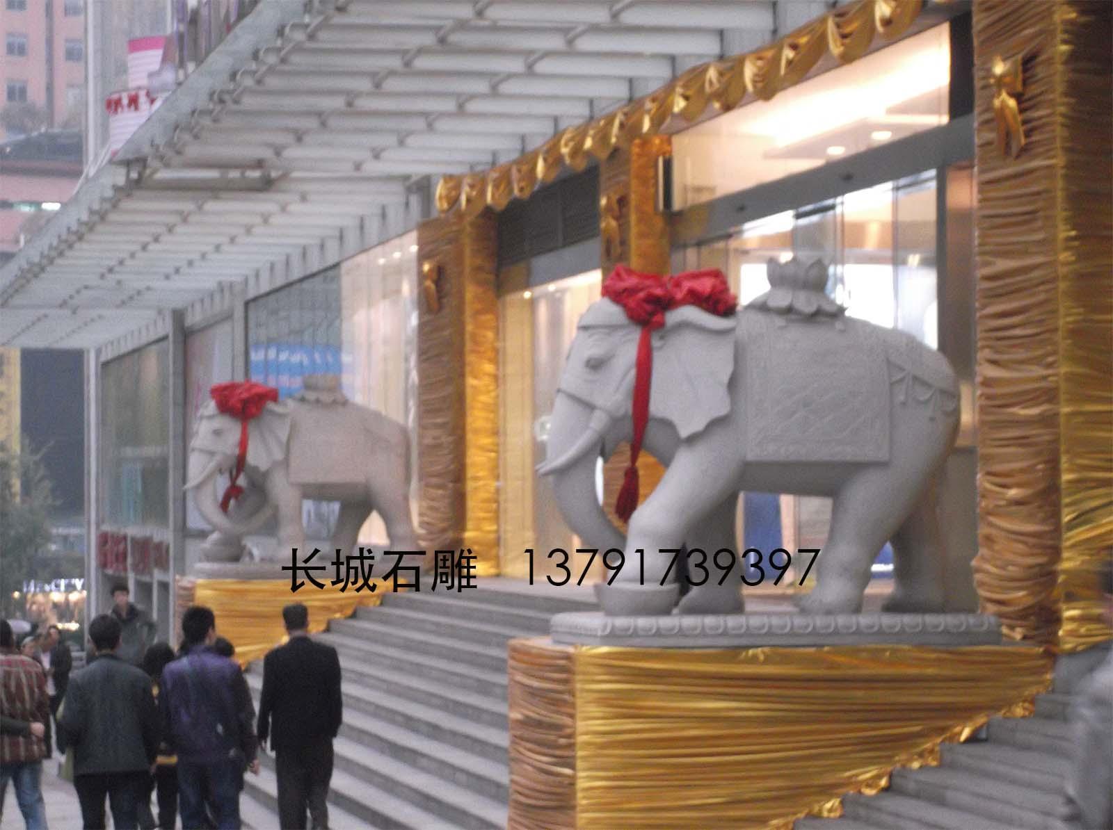 石雕大象摆放在酒店的门口可以招财