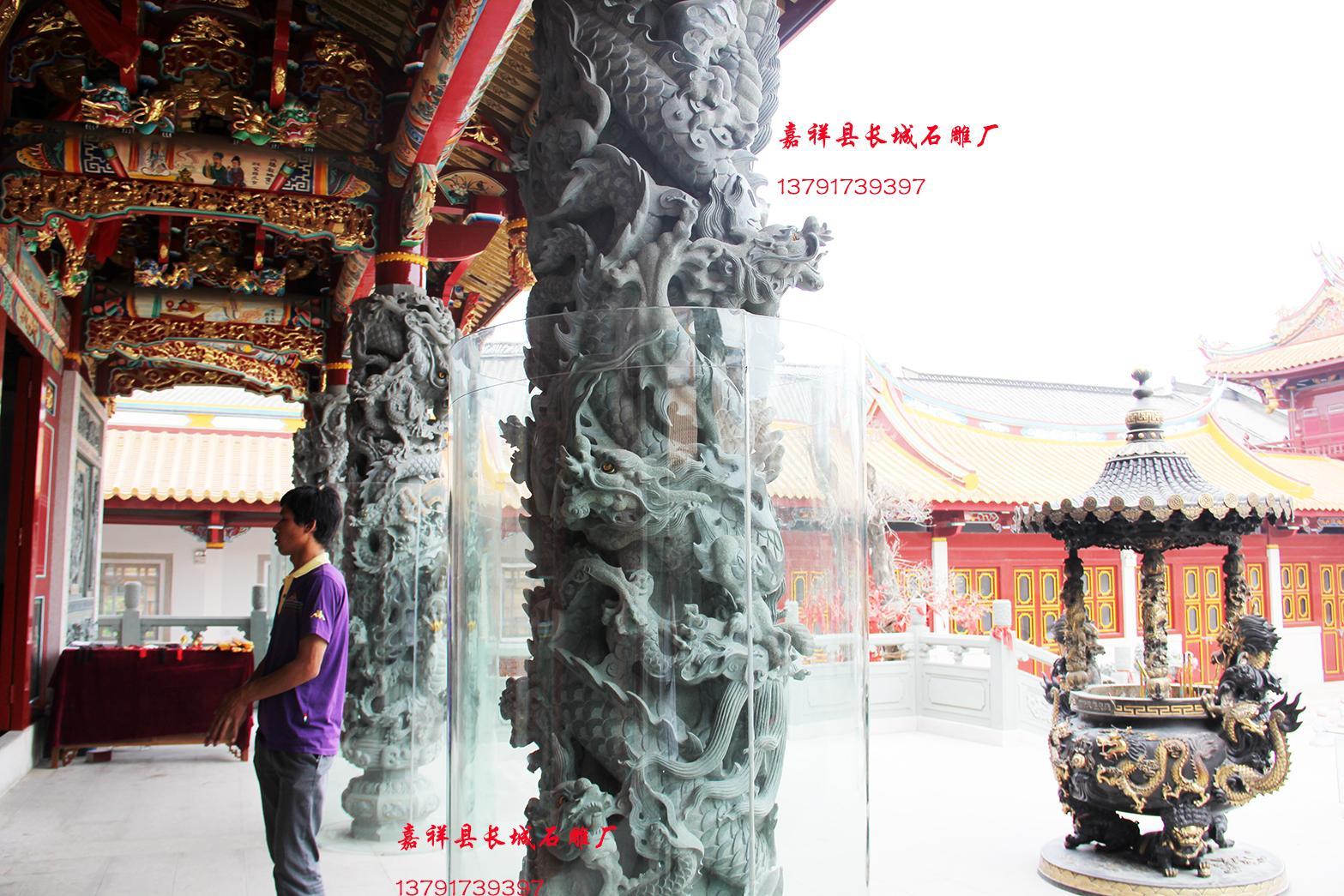 寺院雕刻盘龙柱