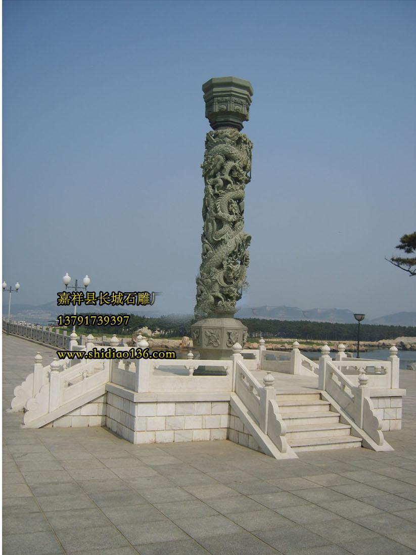 石雕龙柱象征着吉祥