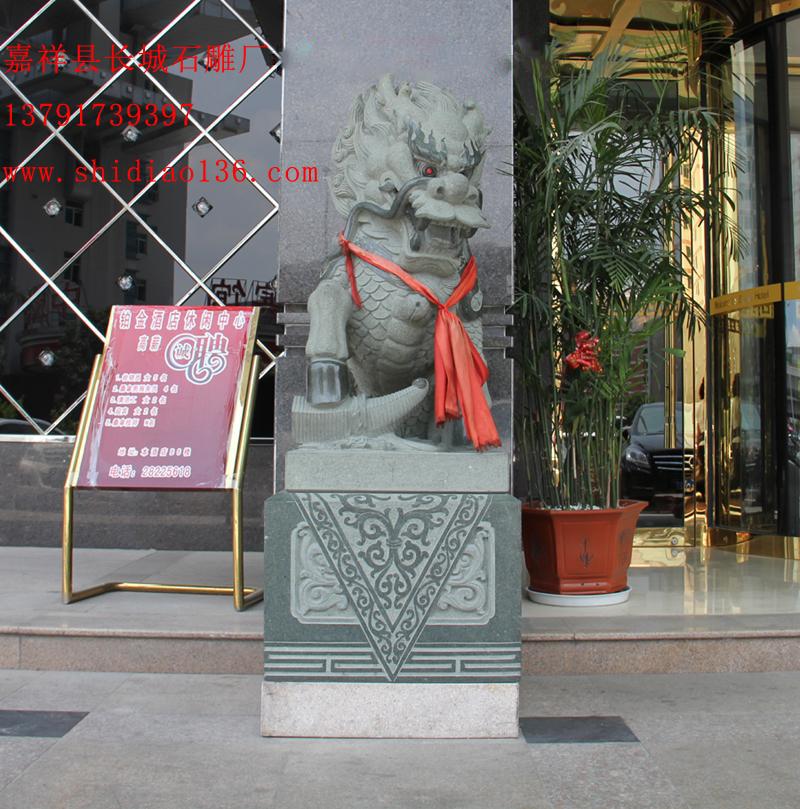 酒店门口的石雕麒麟正面图