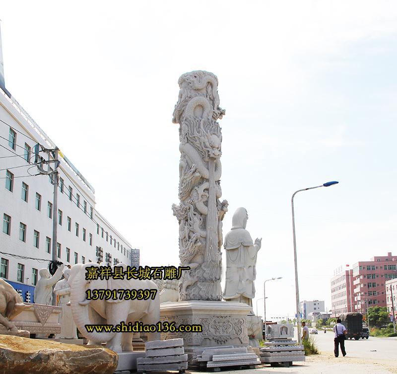 石雕龙柱的形象得益于它的威严,在中国的封建时代里,龙是最高权威的象征,也可以说是帝王的象征,通常也只能够在封建王朝的皇室里面出现,而随着我们现在社会的发展,龙也逐渐是出现了我们日常的生活当中,正是这种不可侵犯的威严形象赋予了龙更多的精神寄托。