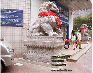 大型商场门口使用石狮子的效用