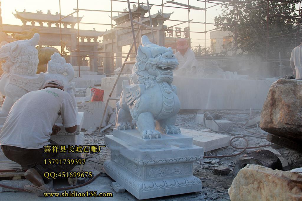 去年雕刻的汉白玉石雕貔貅。