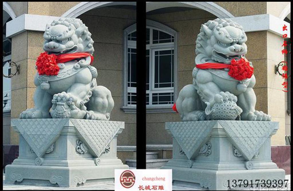 """石雕狮子的形态由于地理环境不同而各异,就像古代的狮子比较威严,当初的石雕狮子是""""石雕之首""""是贵族专用的装饰物,会放在自己的府邸外面,具有正气辟邪,趋利避害的作用,另外,它也是彰显尊贵身份的事物。"""