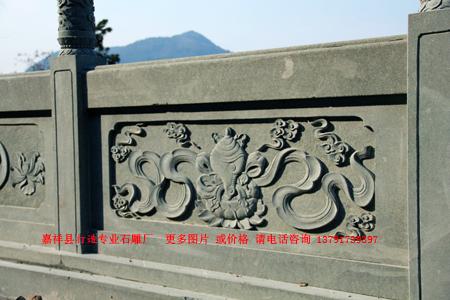 寺院石栏杆和佛教八宝浮雕