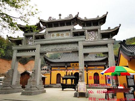 寺院石牌坊的浑厚风格