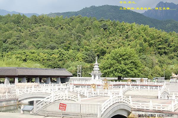 九华山地藏王菩萨前的石材栏杆装饰图片