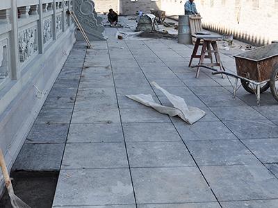 青石板铺地石价格贵不贵及如何铺设